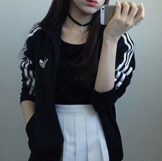 Imagem de adidas, girl, and grunge Grunge Outfits, Girl Outfits, Cute Outfits, Fashion Outfits, Fashion Trends, Fashion Shoes, Ulzzang Fashion, Asian Fashion, Girl Fashion