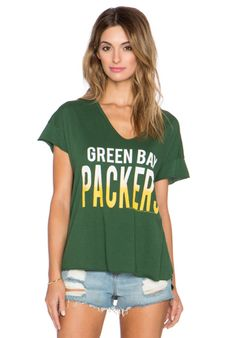 Junk Food Packers Sideline V Neck Tee in Hunter | REVOLVE