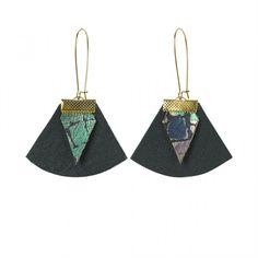 Découvrez les boucles d'oreilles cuir et or de chez Charly James, disponible sur vote boutique créateur Emma et Chloé!