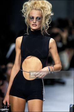 Chanel Vintage Fashion Show & More Details Look Fashion, 90s Fashion, Retro Fashion, Runway Fashion, Fashion Show, Vintage Fashion, Fashion Outfits, Fashion Design, High Fashion Hair