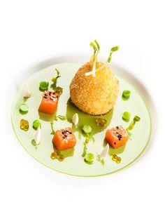 Œuf mollet bio, crème de petits pois à la sarriette, saumon Gravlax ©Thierry Caron