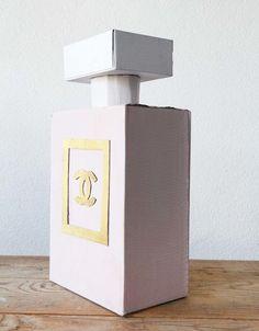 Sinterklaas surprise kopen: Chanel parfum Adult Birthday Party, Birthday Cards For Men, Ideas Sorpresa, Youre The Bomb, Parfum Chanel, Chanel Party, Led Balloons, Ideas Geniales, Valentine Box
