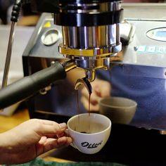 Bahagia itu sederhana. Sesederhana bisa ngopi enak setiap harinya. #espressomachine #lamarzocco #ottencoffee http://ift.tt/1VbgBi2