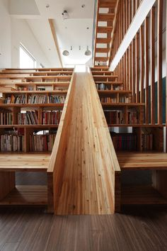 Panorama House in Chungcheongbuk-do (South Korea), designed by Moon Hoon, has a tremendous feature. It's a combination wooden slide built directly into stairs, that are also bookshelves. The stairs / shelves can be also used as seating. Interior Architecture, Interior And Exterior, Library Architecture, Design Interior, Interior Stairs, Unique Architecture, Indoor Slides, Escalier Design, Sweet Home