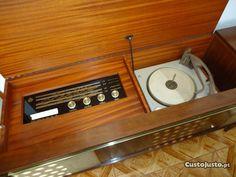 movel com radio e gira-discos pye