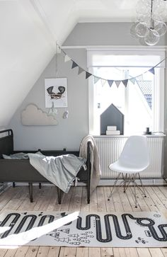 Shades of grey in this boys room. Shop bunting and bedding at Oskoe Grey Boys Rooms, White Kids Room, Kids Bedroom Boys, Baby Boy Rooms, Childrens Room Decor, Baby Nursery Decor, Scandinavian Kids Rooms, Gray Painted Walls, Scandi Home