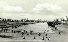 Het zogenaamde crisisstrand aan de Waalhaven. (datering: 1932 (Geschat), pbk 1993-600)