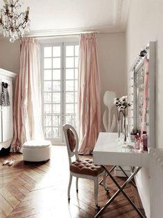 Blogger Ashley Brooke shares her favorite vanities. | www.ashleybrookedesigns.com/blog