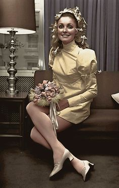 Sharon Tate at her wedding day in London (January 20,1968)