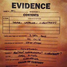 Det utroligste dukker opp i posten!  #evidencebag #gyldendal #naboparet #sharilapena #boktips #bokstagram