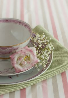 sweet, simple tablesetting