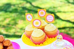 Sunshine and Lemonade themed birthday party with So Many Adorable Ideas via Kara's Party Ideas! Full of decorating tips, ideas, recipes, fav. Lemonade Sign, Pink Lemonade Party, Cute Happy Birthday, Happy Birthday Banners, Cupcake Party, Mini Cupcakes, Birthday Celebration, Birthday Party Themes, Lemon Party