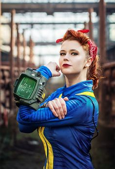 Tis' the season for Fallout, and Baty Alquawen knows how to do it right with this killer Vault dweller/Wendy the Welder cosplay.