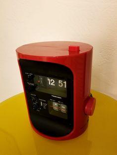 Tim Apicella Space Age Design Museum- 1975 Toshiba  Clock Radio RC-693F Console, Retro Clock, Space Age, Design Museum, Flip Clock, Mid Century Design, Retro Design, Radios, Pop Art