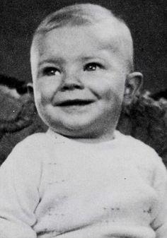 Essa criança com certeza já esteve na Terra antes.