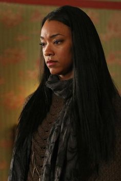 While I enjoyed Cora's run as The Wicked Queen, Tamara (played by Sonequa Martin-Green) is showing some real potential to be the new big bad in Storybrooke. Can't wait to see what she has planned. Ouat Characters, Female Characters, True Tv, Sasha Williams, Sonequa Martin Green, Walking Dead Art, Emily Kinney, Black Actresses, Female Actresses