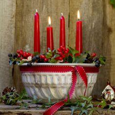 Adventkranz in Gugelhupfform Adventskranz in Gugelhupf-Form (Bild: Michaela Gabler) de Noël Christmas Advent Wreath, Rustic Christmas, Christmas Decorations, Advent Wreaths, Nordic Christmas, Reindeer Christmas, Modern Christmas, Fairy Lights, Christmas Lights