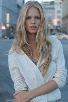 Anna Ewers. Blond
