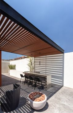 Image 15 of 19 from gallery of Cervantes House / Muro Taller de Arquitectura. Photograph by Cesar Manuel Belio Leal Terrace Design, Roof Design, Patio Design, House Design, Outdoor Pergola, Outdoor Patios, Diy Pergola, Outdoor Rooms, Design Exterior