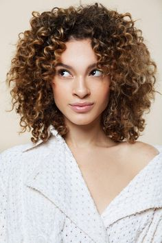 3 Cool Styles for Curly Hair This is exactly how I want my hair.