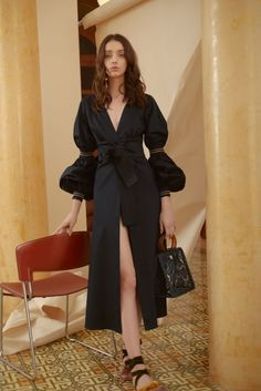 Silvia Tcherassi Resort 2019 collection, runway looks, beauty, models, and revie. Silvia Tcherassi Re Fashion Moda, Fashion News, Trendy Fashion, High Fashion, Fashion Show, Womens Fashion, Fashion Design, Fashion Trends, Vogue Fashion