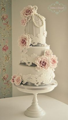Lace Birdcage wedding cake | Flickr: Intercambio de fotos