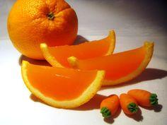 Kicsit könnyedebb desszert egy tartalmas ebéd után...Télen C vitamin forrás, nyáron pedig jó hűsítő nyalánkság. Hozzávalók: 3...