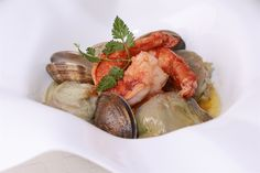 Alcachofas confitadas con carabineros y almejas http://www.canalcocina.es/receta/alcachofas-confitadas-con-carabineros-y-almejas