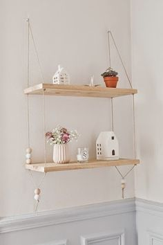 DIY Pretty Hanging Shelves - Home Decor ideas are pretty cheap when you DIY. I am glad that I could find these DIY Home Decor Ideas and pinning for future reference. Every girl should know these Home Decor DIY ideas. Suspended Shelves, Diy Hanging Shelves, Floating Shelves Diy, Floating Nightstand, Nightstand Ideas, Wall Shelves, Hanging Bookshelves, Rope Shelves, Floating Wall