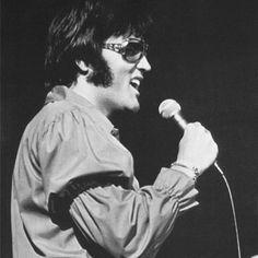 Elvis Presley Concerts, Elvis Presley Photos, Graceland Elvis, King Creole, Jailhouse Rock, Thats The Way, Rock N Roll, Memphis, Jumpsuits