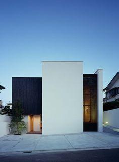 House Architecture Styles, Modern Architecture Design, Facade Design, Exterior Design, Japan Modern House, Japan House Design, Small House Design, Classic House Exterior, Modern Exterior