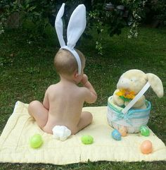 Fun Easter Picture idea - fun ideas to do with kids - Baby 3 Month Old Baby Pictures, Baby Boy Pictures, Easter Pictures, Holiday Pictures, Newborn Pictures, Toddler Fun, Picture Ideas, Photo Ideas, Easter Baby
