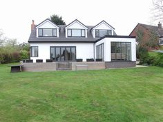 modern dormer bungalow - not loving the 'box' extension but apart from love it! Bungalow Loft Conversion, Dormer Loft Conversion, Dormer Roof, Dormer Windows, Bungalow Extensions, House Extensions, Bungalows, Style At Home, Extension Veranda