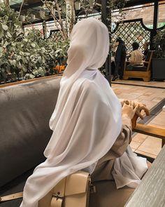 Hijabi Girl, Girl Hijab, Hijab Outfit, Stylish Hijab, Hijab Casual, Casual Outfits, Cute Outfits With Shorts, Pretty Outfits, Niqab