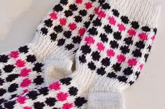 Socks inspired by marimekko Wool Socks, Knitting Socks, Knitting Projects, Knitting Patterns, Marimekko, Handicraft, Knitwear, Knit Crochet, Diy And Crafts