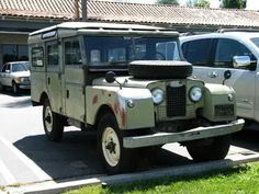 Land Rover 107 Serie One Station Wagon Safari Top. It's incredible how much I love it...lol)