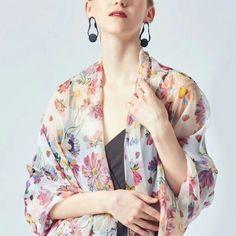 Archívy Šále a šatky - hodváb + polyester - Hodvábne výrobky Modeling, Kimono Top, Tops, Women, Fashion, Moda, Modeling Photography, Fashion Styles, Models
