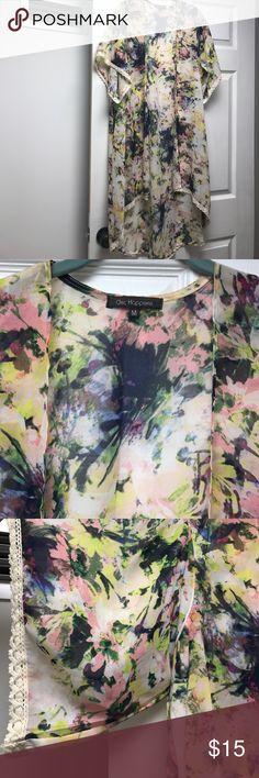 Chic Happens • Floral Kimono • Size M Chic Happens • Floral Kimono • Size M Chic Happens Jackets & Coats Capes