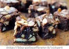 Quadratini al cioccolato e mandorle veloci, ricetta facile, dolcetti dopo cena, idea semplice e sfiziosa, cioccolato bianco e fondente, quadrotti cremosi al cioccolato
