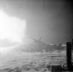 howitzers of 236 Battery Medium Regiment Royal Artillery firing at dawn before 12 Corps' attack in the Sittard area of The Netherlands 16 January Nagasaki, Hiroshima, Ww2 Pictures, Ww2 Photos, Fukushima, Vietnam, Operation Market Garden, Remember Day, E Day