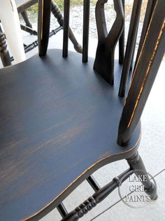 painted furniture farmhouse spray paint, painted furniture Source by nicolejeannene Painting Kitchen Chairs, Painted Kitchen Tables, Painted Chairs, Spray Paint Chairs, Spray Paint Furniture, Painted Furniture, Refinished Furniture, Table Farmhouse, Farmhouse Furniture