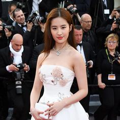 Chinese actress Liu Yifei will play Mulan in the live-action Disney remake! Link in bio for five fun facts about her. #mulan #liuyifei #disney #ellemalaysia via ELLE MALAYSIA MAGAZINE OFFICIAL INSTAGRAM - Fashion Campaigns  Haute Couture  Advertising  Editorial Photography  Magazine Cover Designs  Supermodels  Runway Models