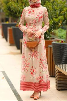 Our dress with a matching scarf. Hijab Evening Dress, Hijab Dress, Vestidos Color Rojo, Hijab Fashion, Fasion, Hijab Stile, Scarf Dress, Scarf Top, Floryday Vestidos