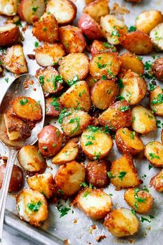 Roasted Garlic Butter Parmesan Potatoes Roasted Garlic Butter Parmesan Potatoes – Looking for the perfect side for your meal? These epic roasted potatoes with garlic butter parmesan are crispy and golden on the outside and fluffy o… Red Potato Recipes, Roasted Potato Recipes, Potato Dishes, Salmon Recipes, Food Dishes, Recipes With Red Potatoes, Small Potatoes Recipe, Recipe For Roasted Potatoes, Veggie Recipes Sides