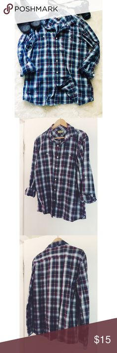 Oversized Sonoma Flannel Button Up Cozy up with this soft-to-the-touch flannel with an oversized fit! Pair with leggings and boots or boyfriend jeans and heels! This is a men's L sizing to ensure the oversize look. Gently used. Great condition. Sonoma Tops Button Down Shirts
