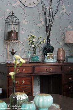 Writing desk, cherry blossom wallpaper Romppala - Lindan pihalla