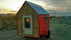 Build it today and get out of Dodge tomorrow! Build a DIY micro camper and hit the road, Jack.