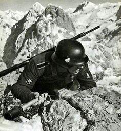 Unteroffizier und Gebirgsjäger der Wehrmacht Sein rechter Oberarm gibt noch einen interessanten Hinweis.