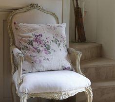 ZsaZsa Bellagio – Like No Other: Shabby Time! Shabby Chic Furniture, Vintage Furniture, Shabby Style, Muebles Shabby Chic, French Chairs, Vintage Chairs, Take A Seat, French Decor, Wabi Sabi