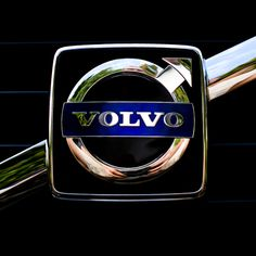 We all have accepted low-cost China products in our life. Now, not only your auto parts will be Chinese but your entire car will be made in China. Volvo is finally bringing its totally China-made Inscription to American auto buyers. Volvo 850, Volvo Cars, Volvo Trucks, Car Badges, Car Logos, Ford Motor Company, Car Symbols, Volvo Amazon, Volvo Ocean Race